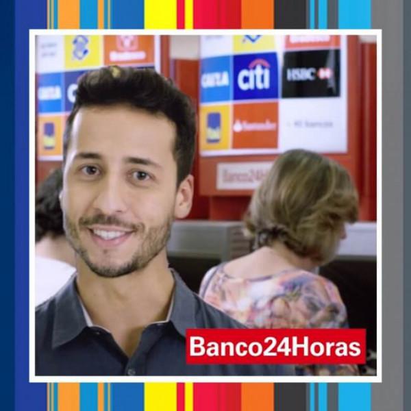 Felipe Fonseca como apresentador para o Banco 24 horas.