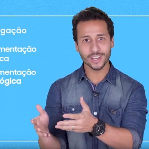Felipe Fonseca como apresentador do Prêmio Respostas para o Amanhã