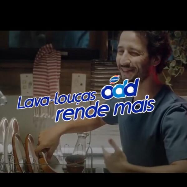 Felipe Fonseca como ator no novo comercial de ODD Detergente.