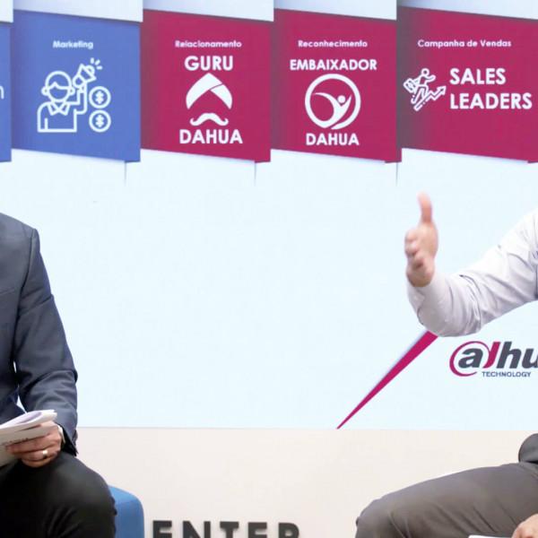 Felipe Fonseca como apresentador do evento Dahua Summit 21