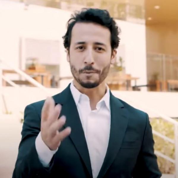 Felipe Fonseca como apresentador da Tegra.